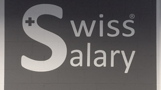 Schablonieren und Bemalen Backsteinmauer Swiss Salary Ltd.